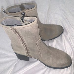 Clark's Women's Gray Boots Like New